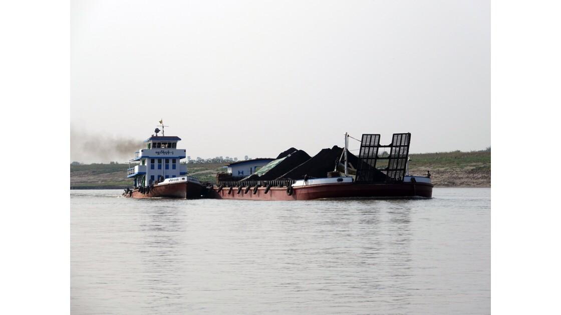 Myanmar Pousseur sur le fleuve Irrawaddy 4