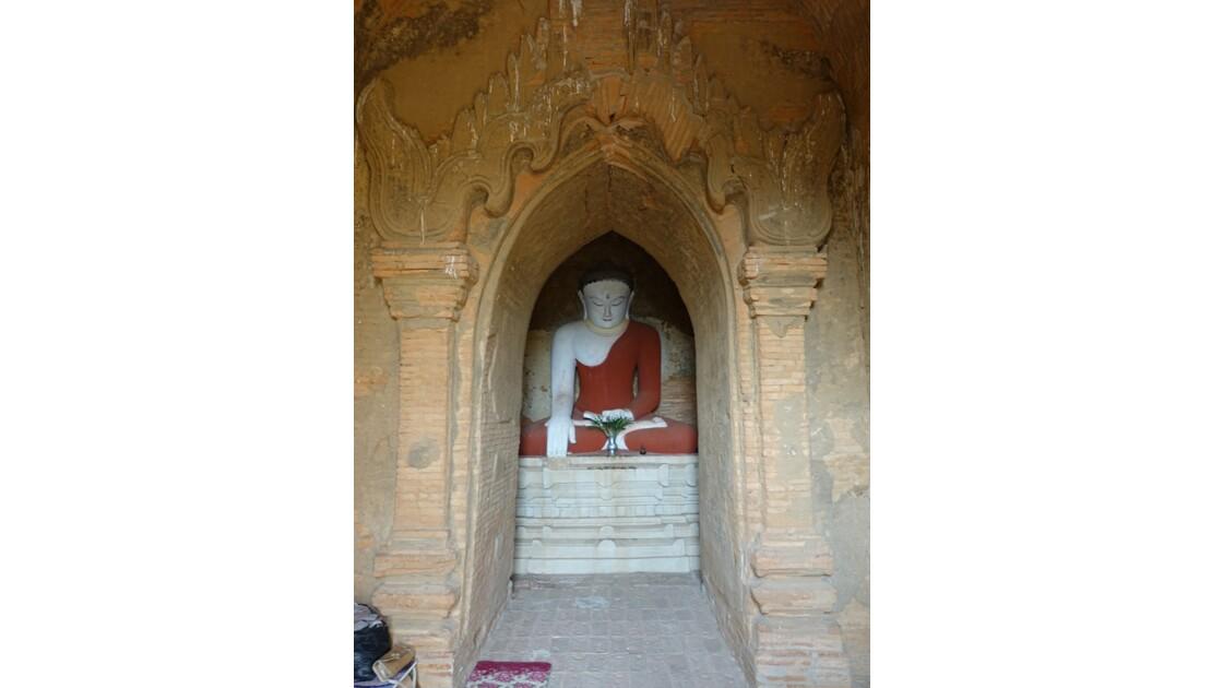 Myanmar Bagan  Temple de Thitsarwadi 3