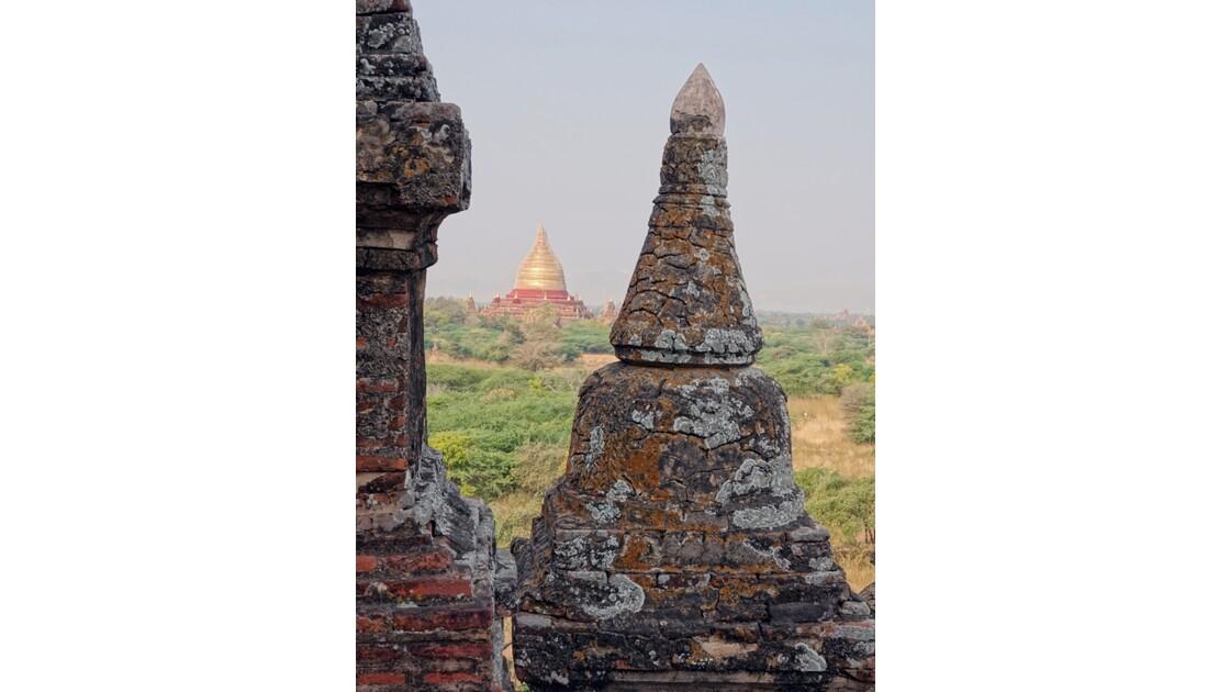Myanmar Bagan Vue du temple de Thitsarwadi 3