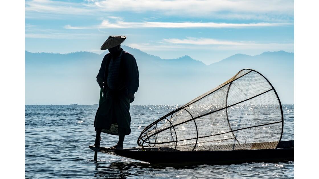 Pêcheur traditionnel  sur lac Inle