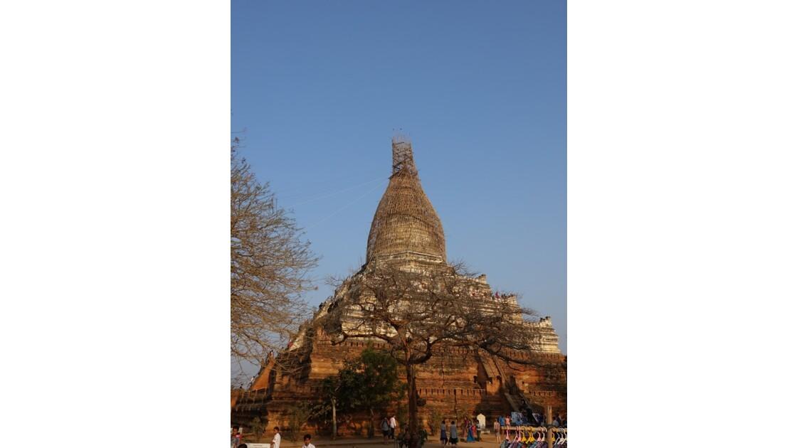 Myanmar Bagan pagode Shwesandaw en restauration 1