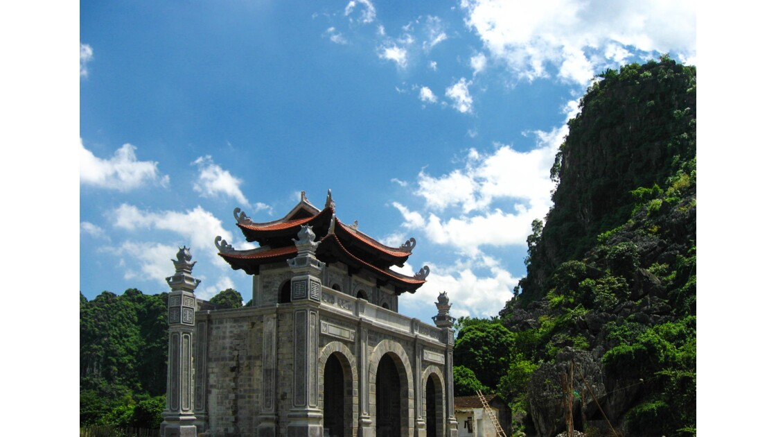 Temple Dinh Tien Hoang