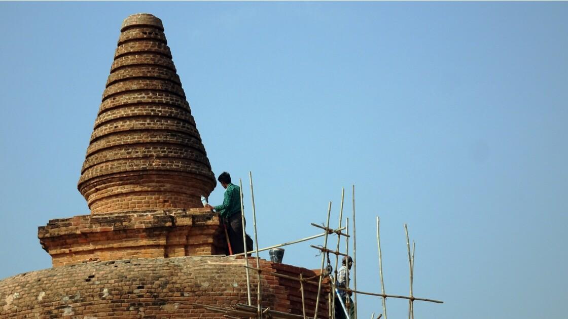 Myanmar Monument en réfection près de Old Bagan 2