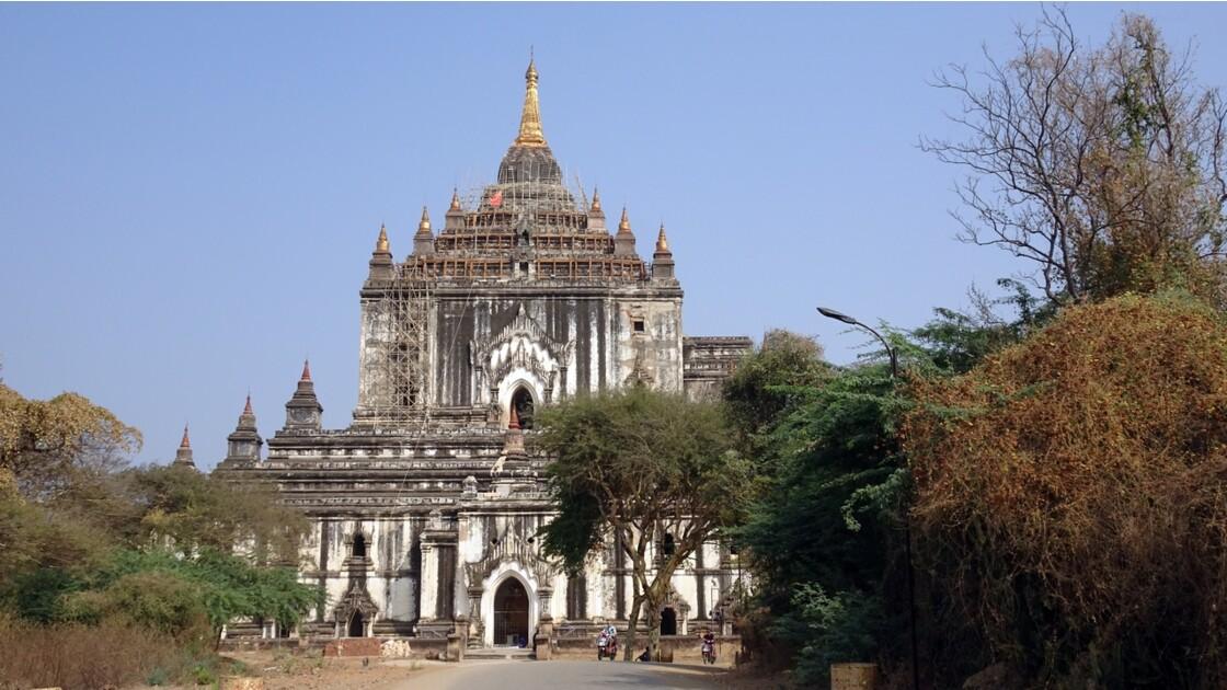 Myanmar BaganTemple de Thatbyinnyu 2