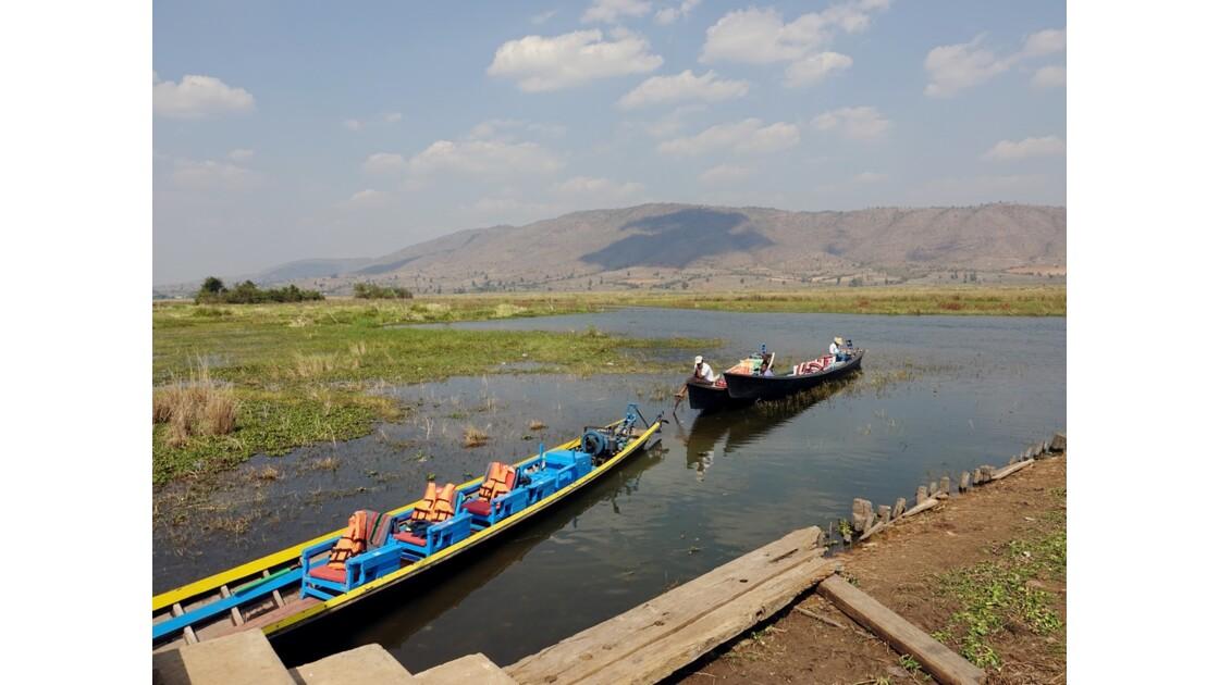 Myanmar Sagar Au pied des Pagodes de Takhaung
