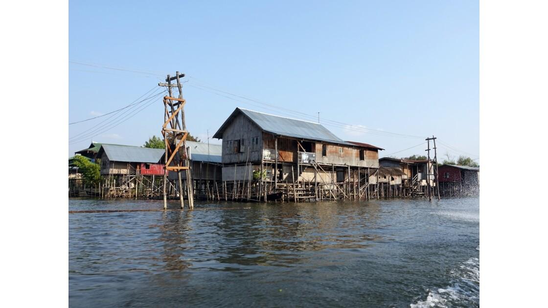 Myanmar Au sud du lac Inlé Nampan 2