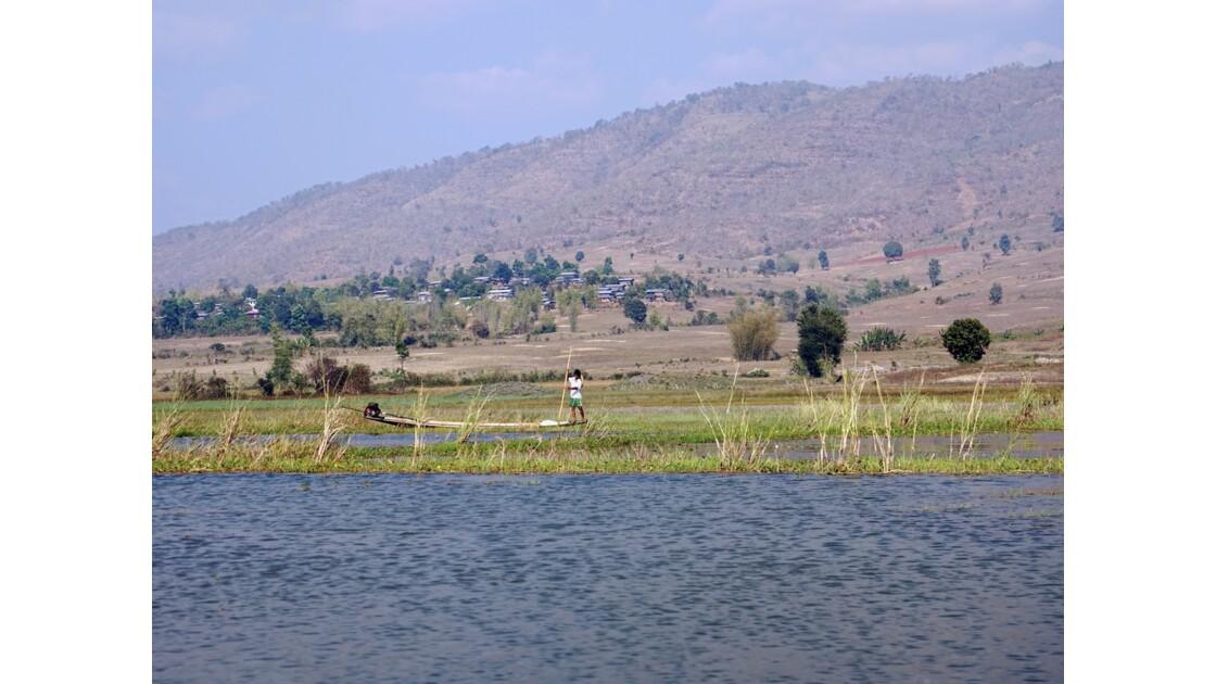 Myanmar Sur le lac Sagar 1