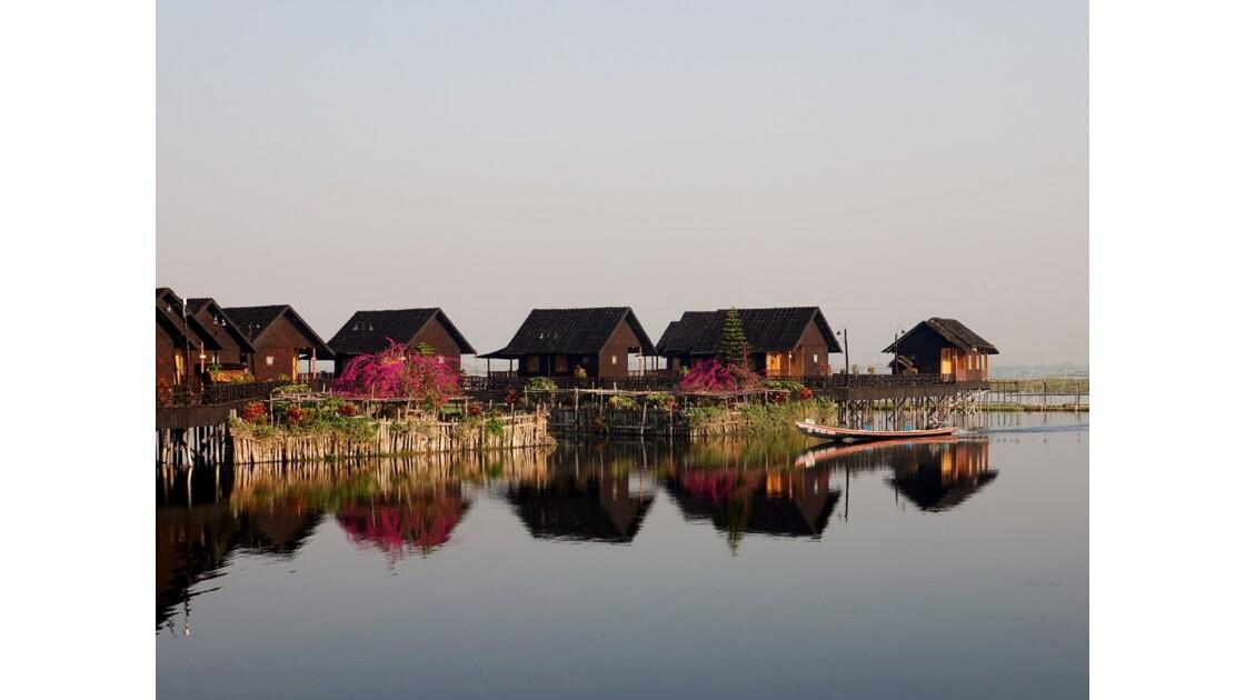 Myanmar lac Inlé Sunrise au Golden Island Cottages 3