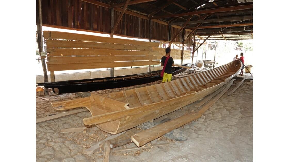 Myanmar lac Inlé Nampan Construction de pirogue 1