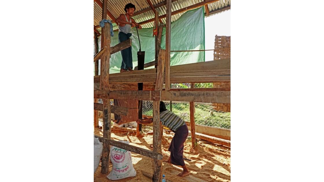 Myanmar lac Inlé Nampan Construction de pirogue 4