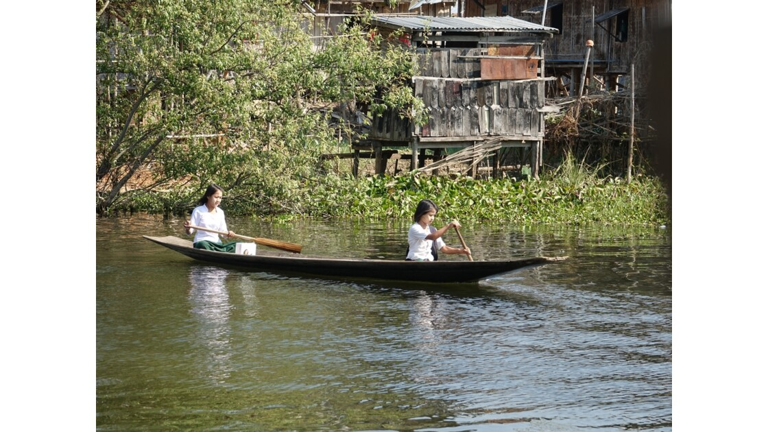 Myanmar lac Inlé Vers l'école 2