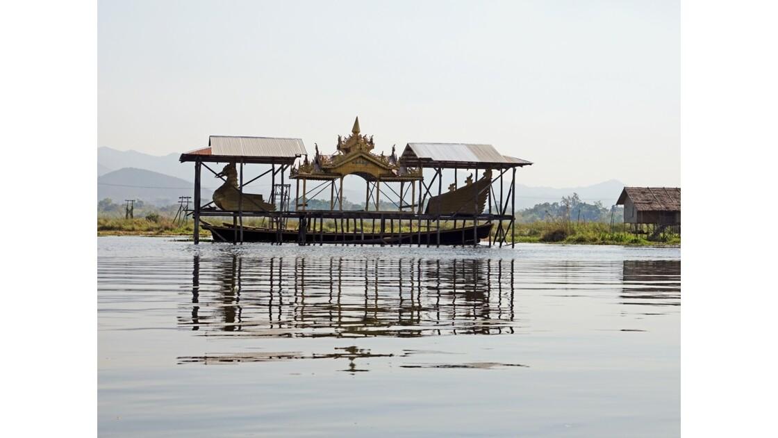 Myanmar lac Inlé Bateau royal 1