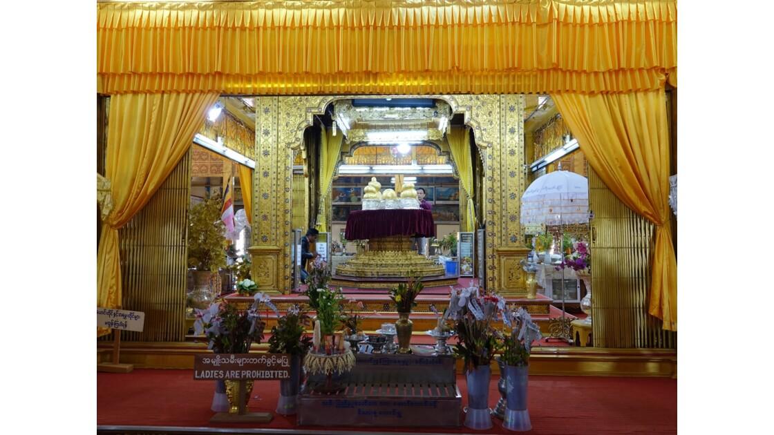 Myanmar Lac Inlé Pagode Phaung Daw Oo le sanctuaire 2