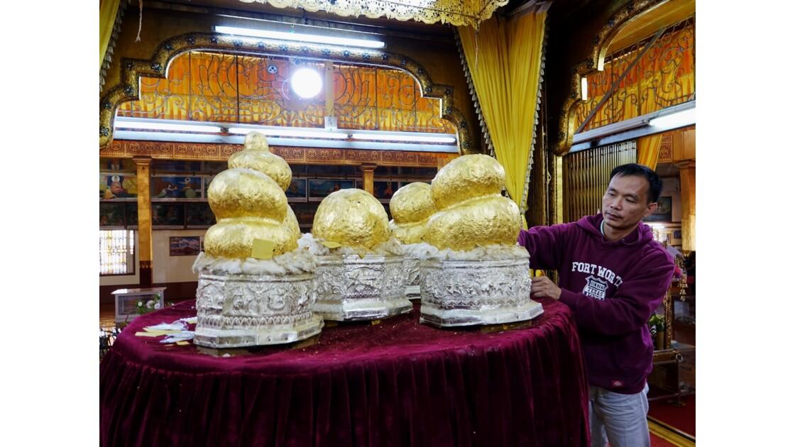 Myanmar Lac Inlé Pagode Phaung Daw Oo les 5 bouddhas 1