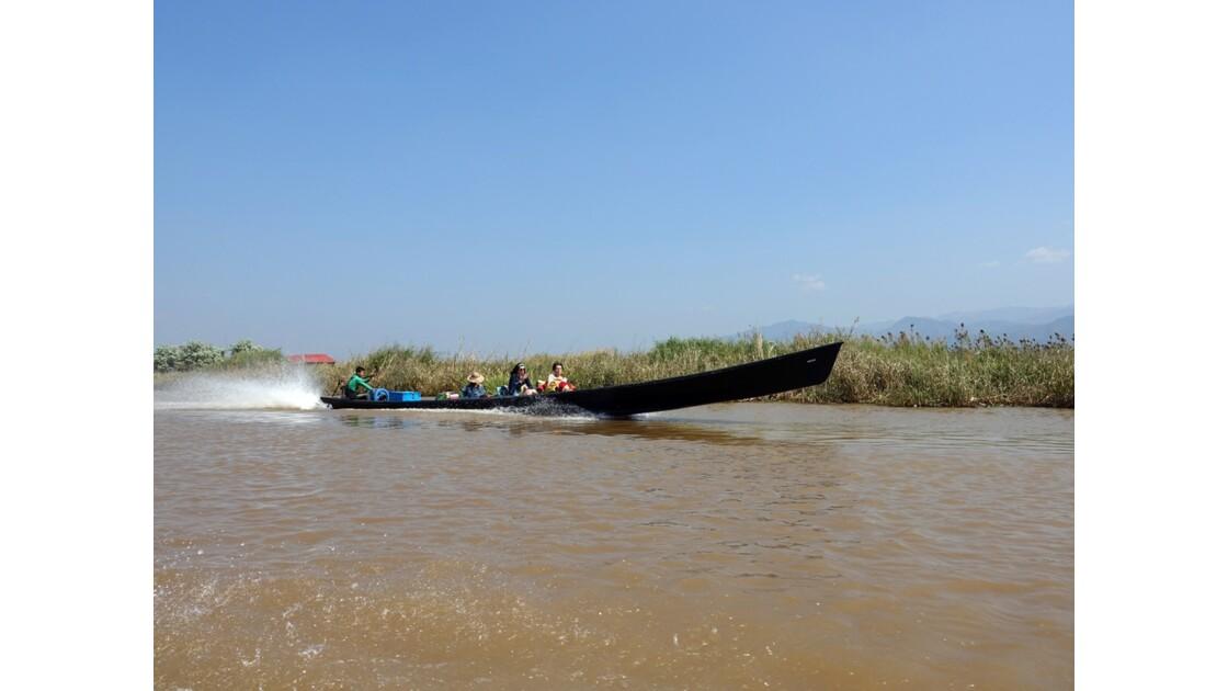 Myanmar Lac Inlé Vers la Pagode Phaung Daw Oo 2