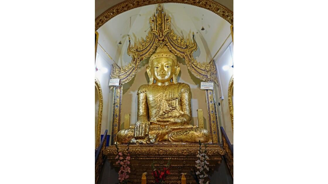 Myanmar Lac Inlé Indein Le Bouddha de la Pagode Shwe Inn Tain 1