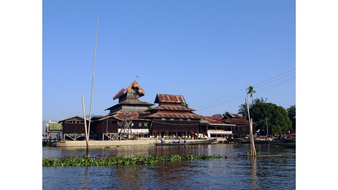 Myanmar Lac Inlé Monastère Nga Hpe 1