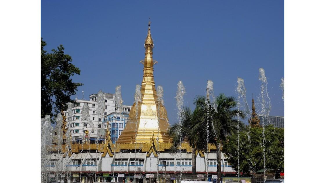 Myanmar Yangon Pagode Sulé vue depuis Mahabandola 3