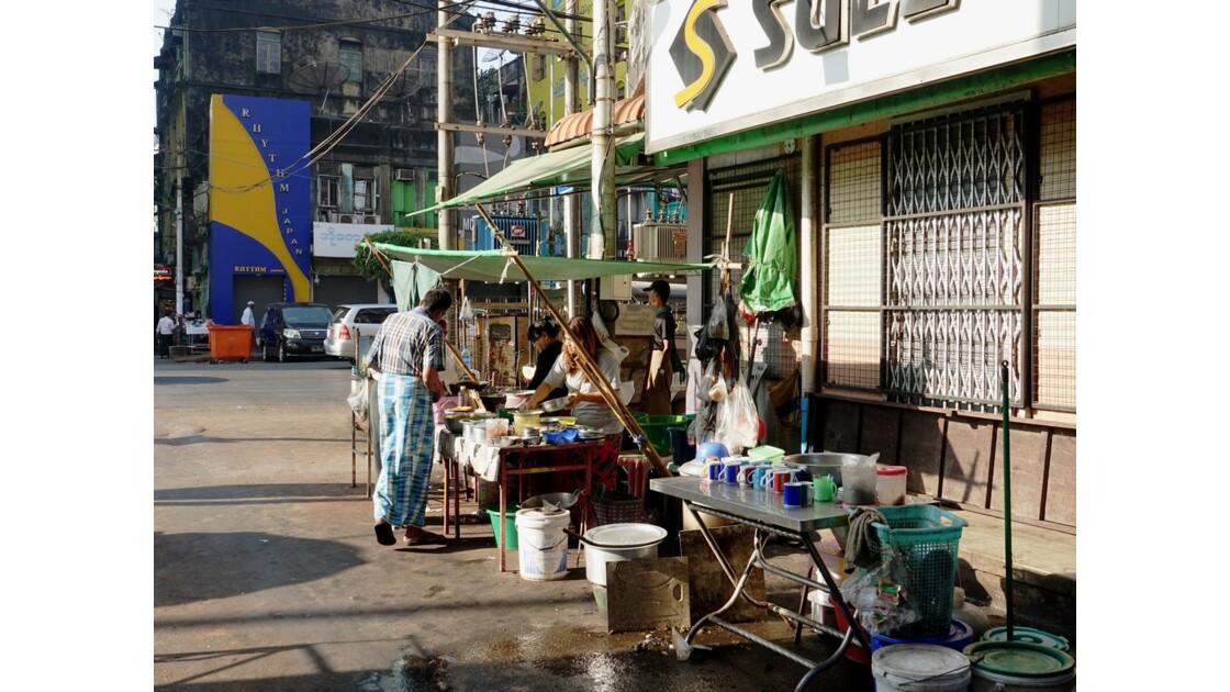 Myanmar Yangon Rue de la Pagode Sulé 1