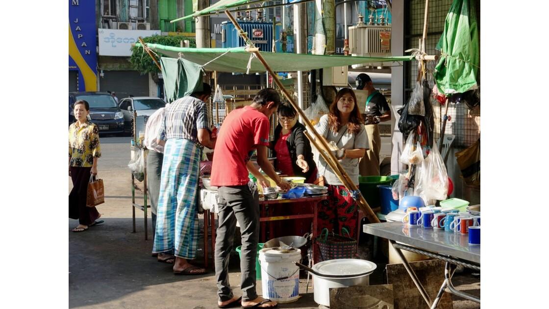 Myanmar Yangon Rue de la Pagode Sulé 2