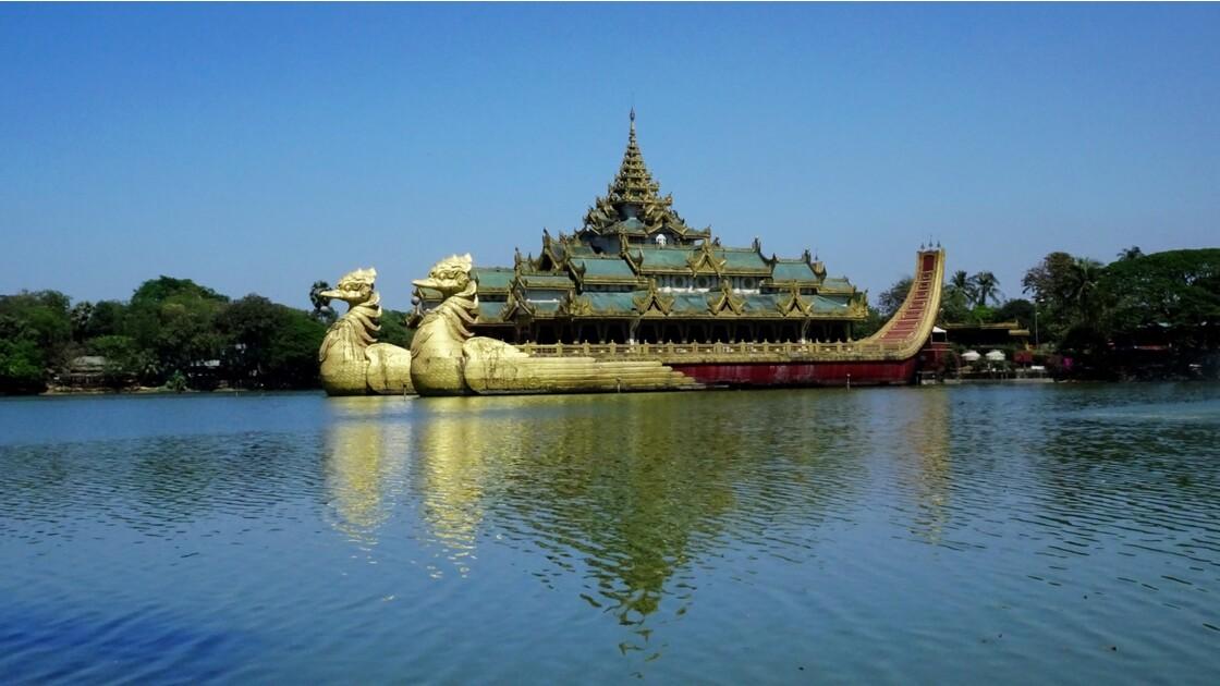 Myanmar Yangon lac Kandawgyi Restaurant Karaweik 6
