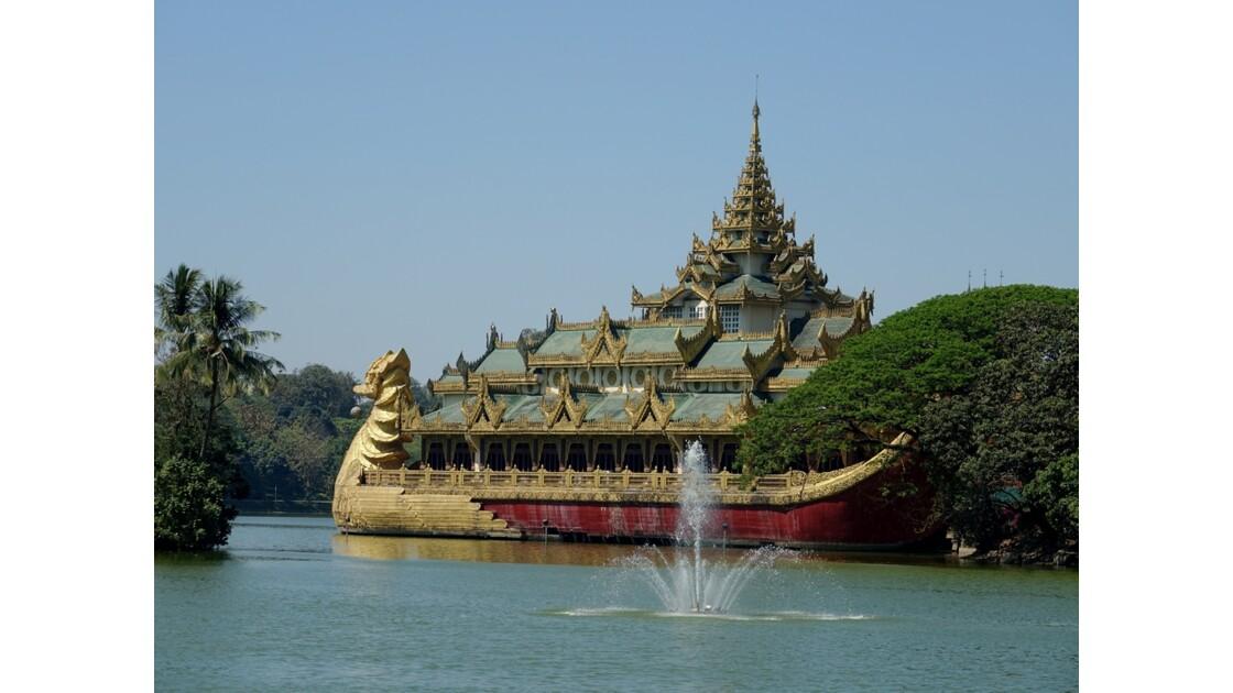 Myanmar Yangon lac Kandawgyi Restaurant Karaweik 2