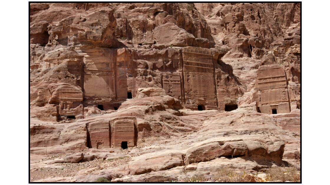 Pétra - Tombeaux au pied d'Al-Biyàra