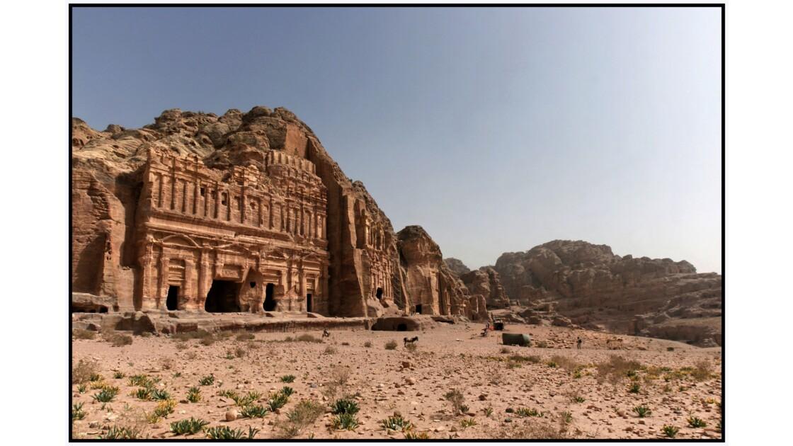 Pétra - Vue générale des grands tombeaux d'Al-Khubta