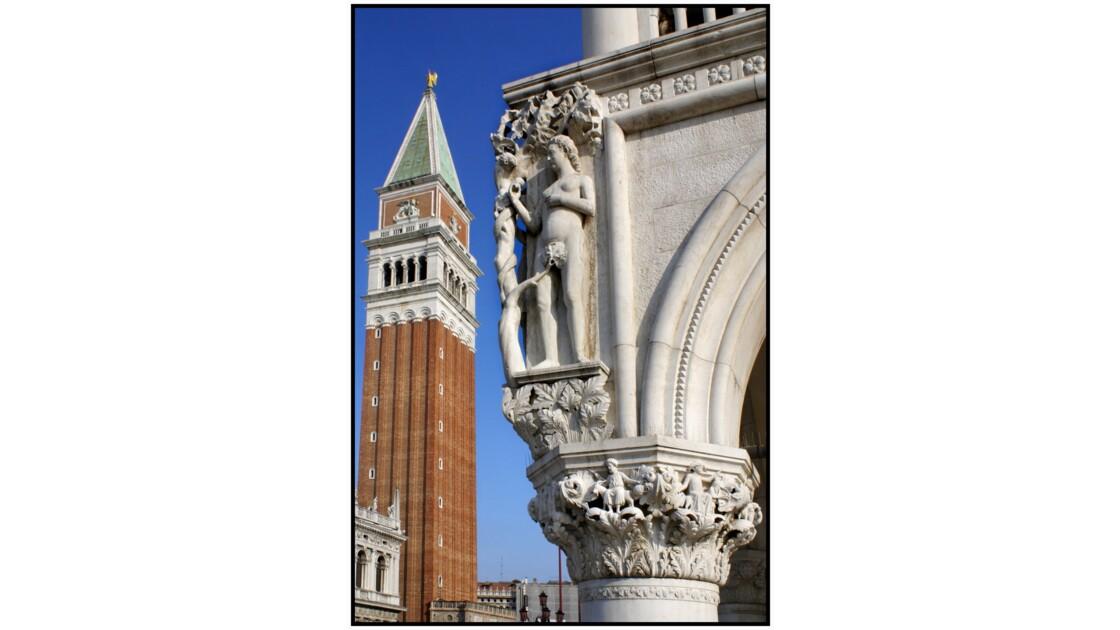 Venise - Campanile et Eve à l'angle de la façade du Palazzo Ducale
