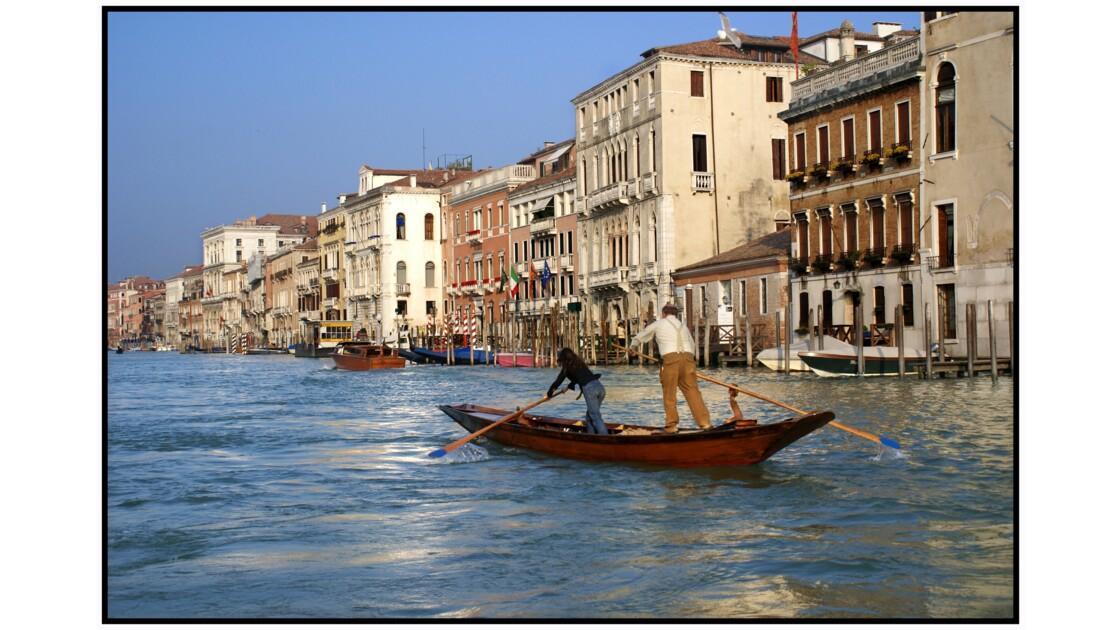 Venise - Gondolino sur le Canàl Grande