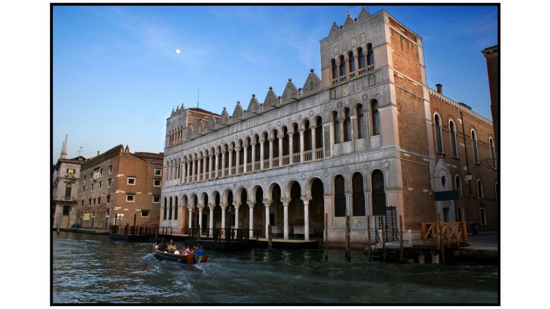Venise - Fondego dei Turchi depuis le vaporetto