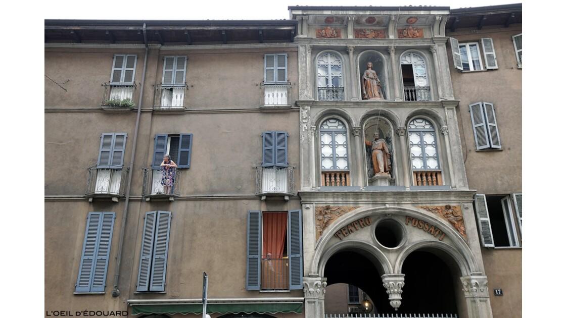 Scène de vie dans les rues de Milan