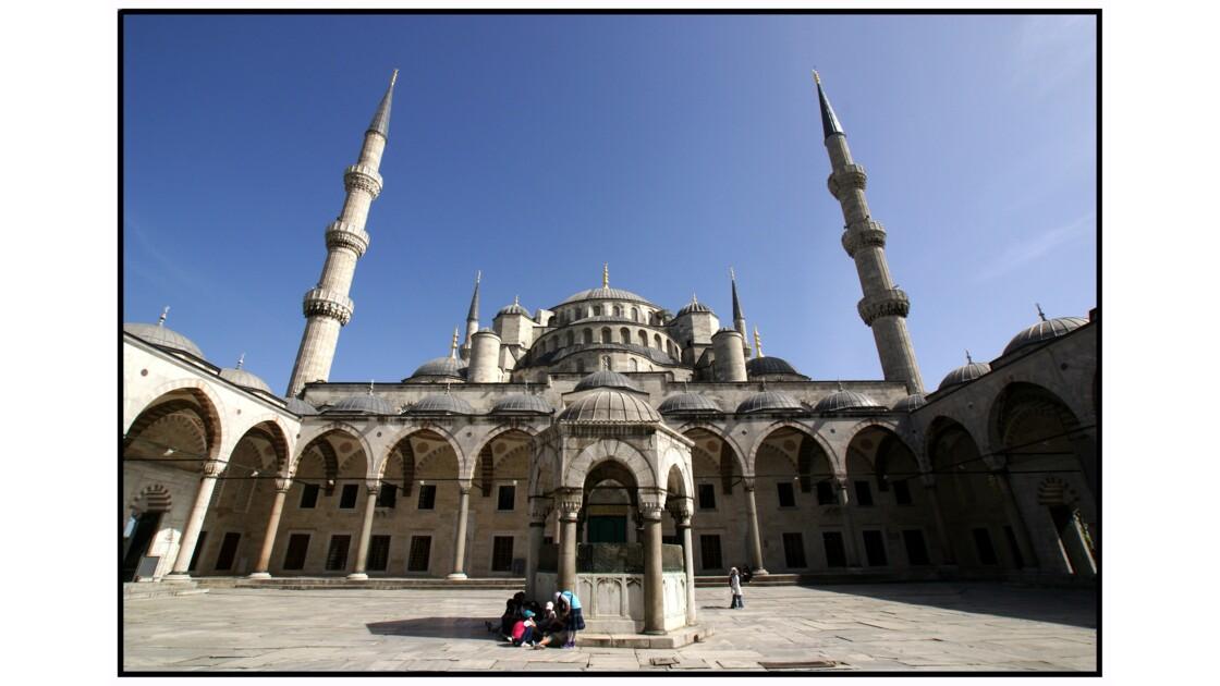 Istanbul - Cour intérieure de la Mosquée Bleue