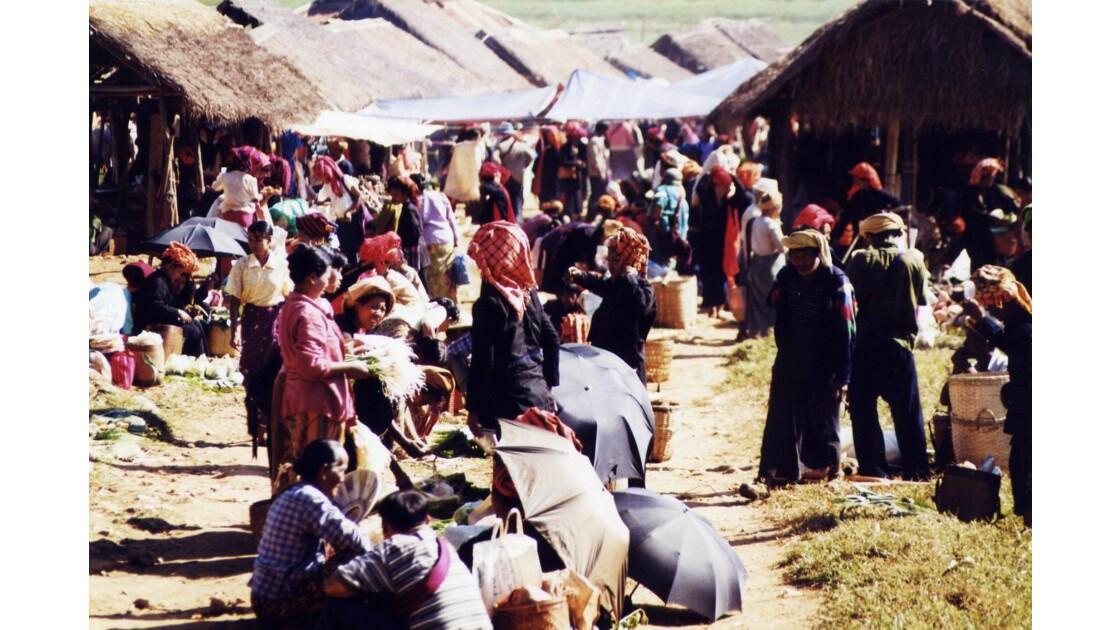 Les marchés birmans