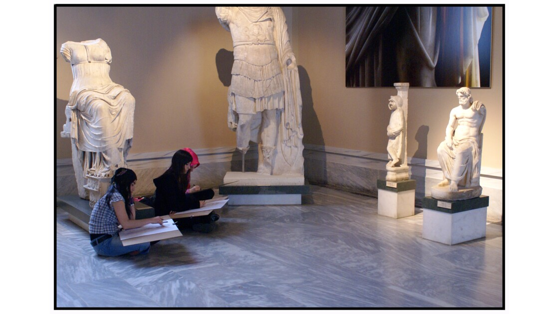 Istanbul - Etudiants de beaux-arts dans le musée des antiquités