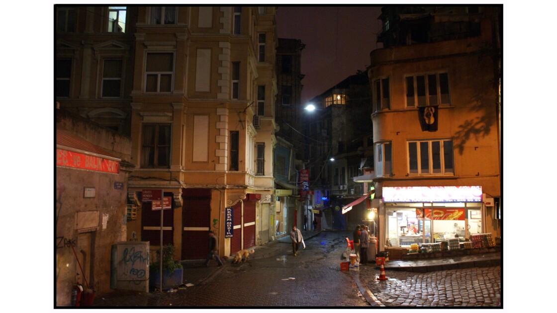 Istanbul - Rue qui descend de la tour de Galata