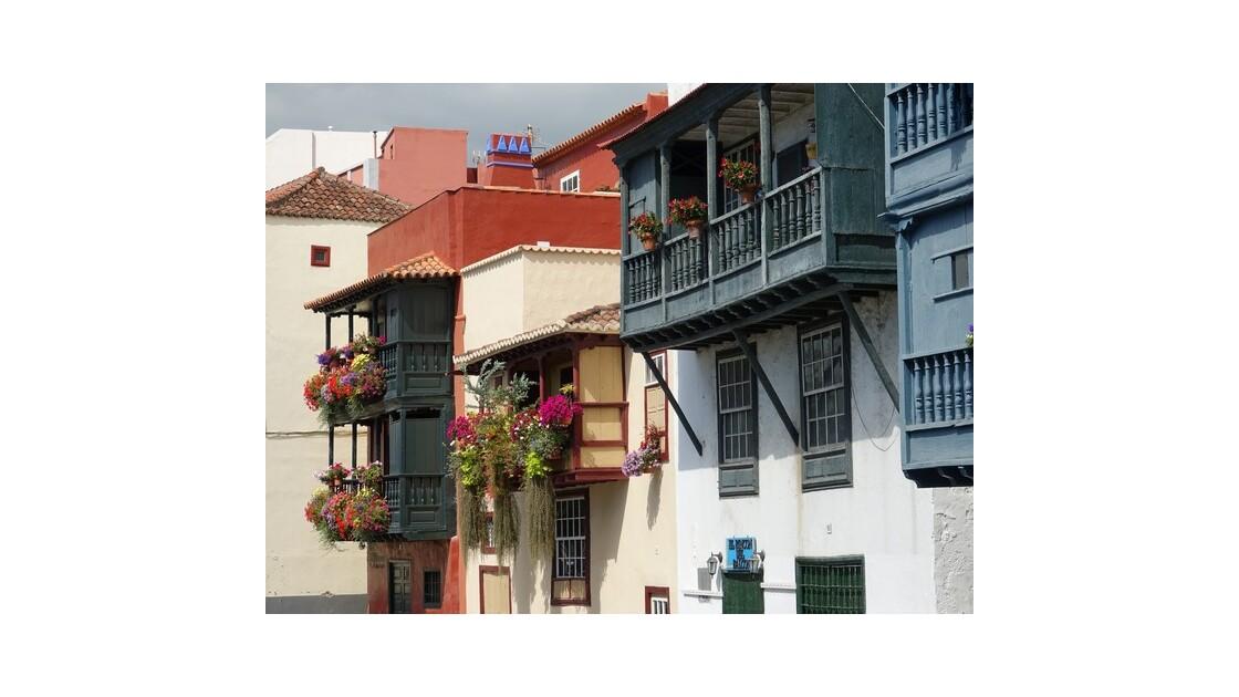 Santa Cruz  de la Palma Maisons le long de l'Avenida Maritima 2