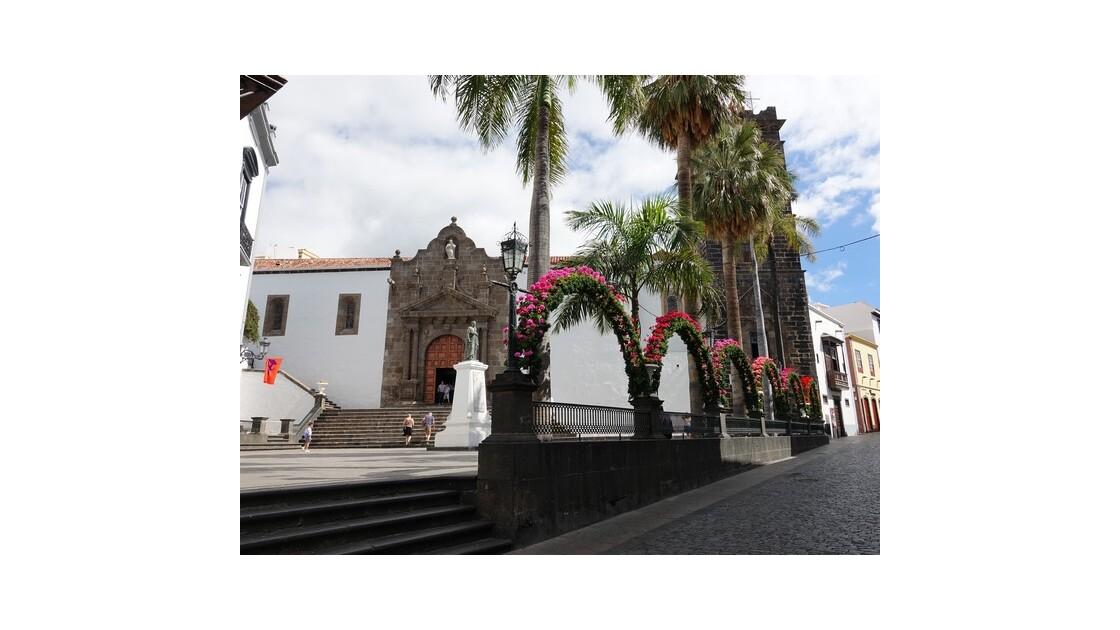 Santa Cruz  de la Palma Plaza Espana et Iglesia del Salvador