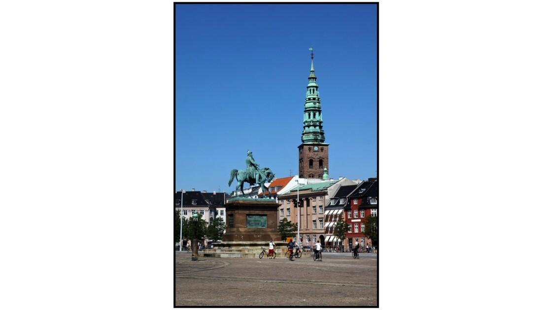 København - Statue de Frederik V et Nikolaj Kirke