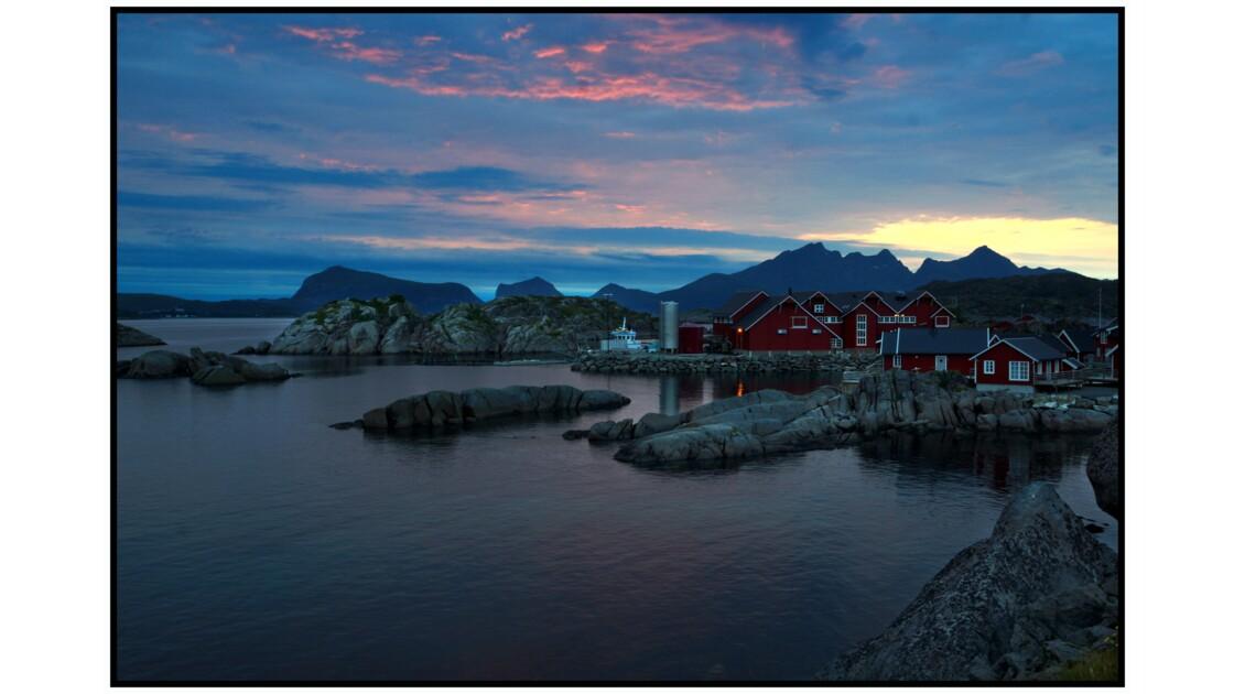 Lofoten - Lumière du soleil de minuit à Mortsund
