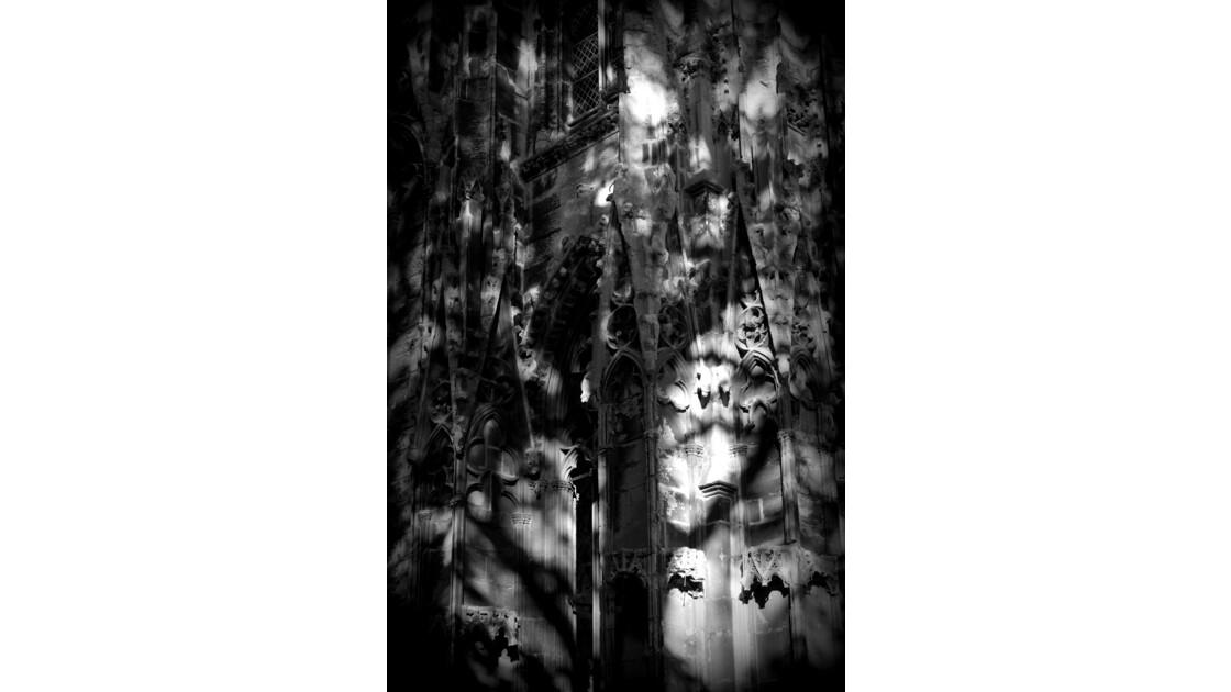 Ombre et lumière sur l'abbatiale