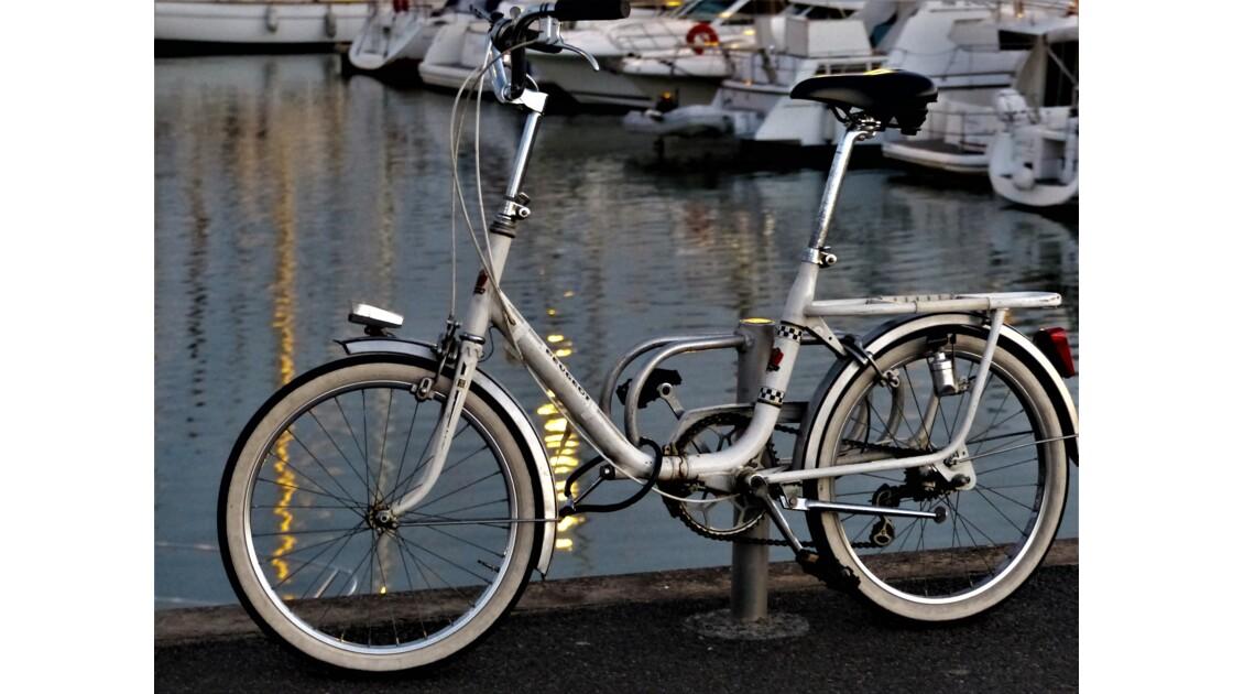 Vélo sur le port