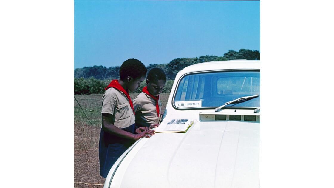 Congo 70 Pionniers avant l'enregistrement d'une émission de radio 5