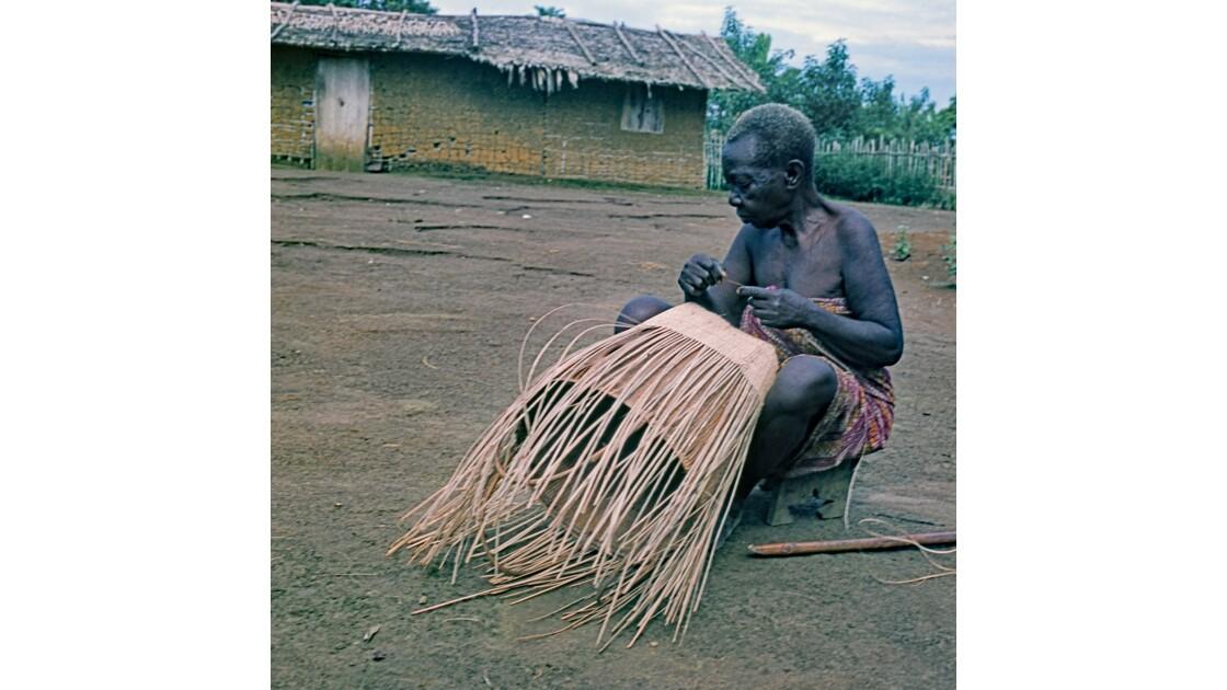 Congo 70 Zanaga la vieille dame à la hotte 10