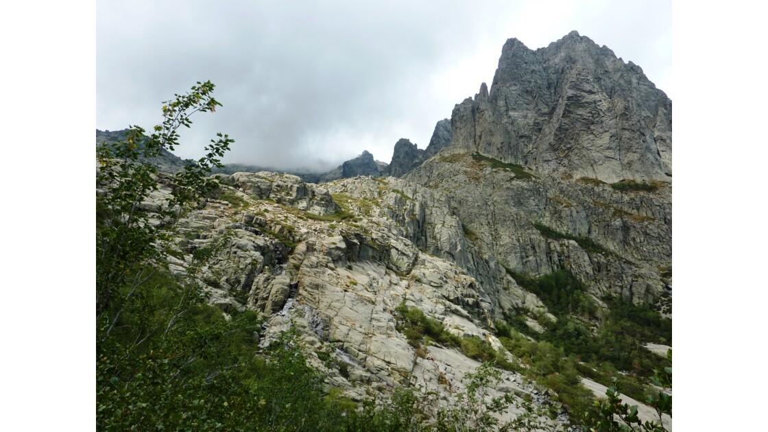 Gorges de la Restonica au coeur de la Corse - Splendeur minérale et végétale et eau cristalline