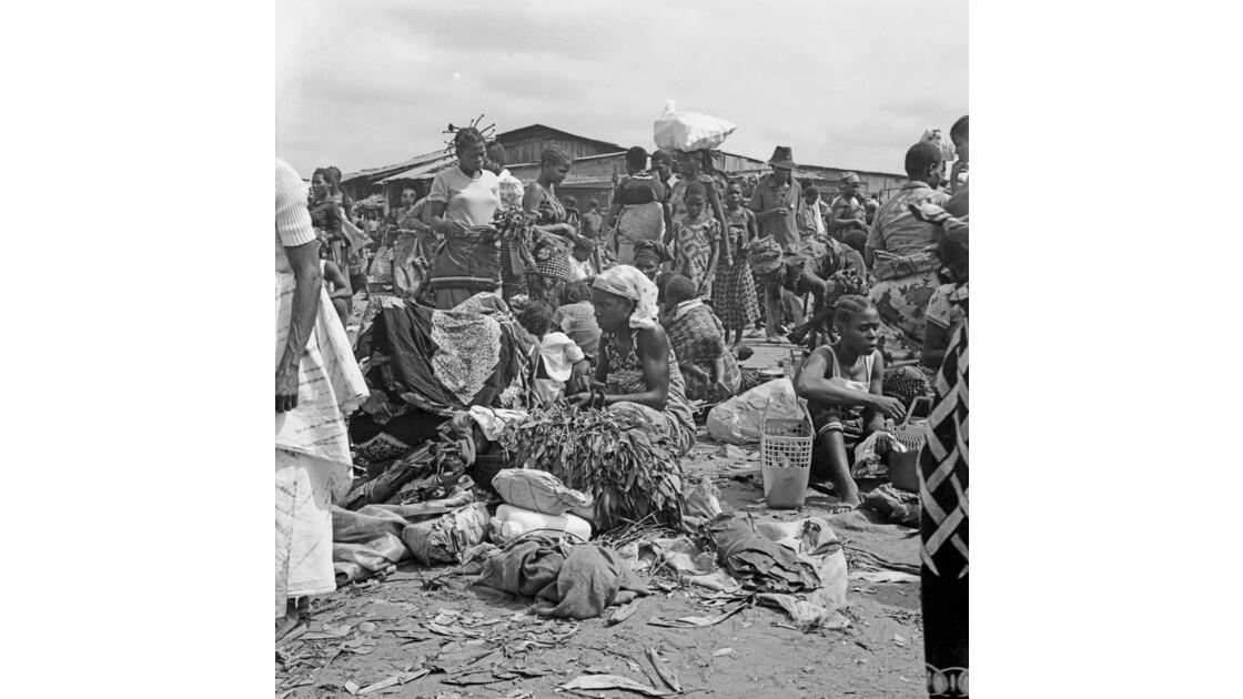 Congo 70 Brazzaville Le marché Total de Bacongo 11