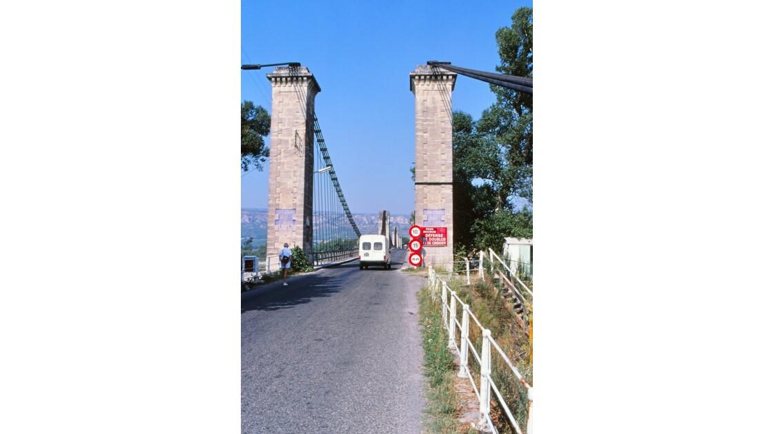 Provence 1979 Mallemort Le vieux pont suspendu 4