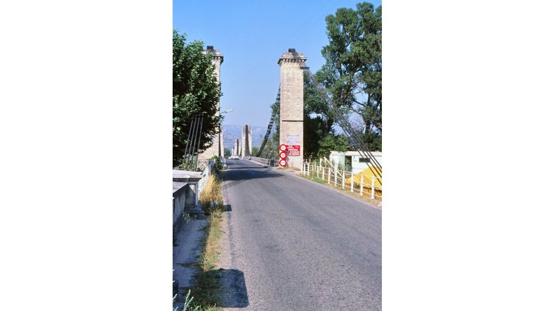 Provence 1979 Mallemort Le vieux pont suspendu 5