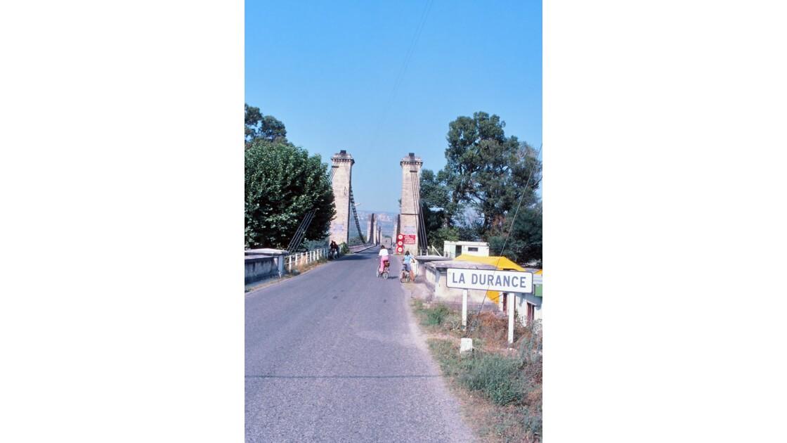 Provence 1979 Mallemort Le vieux pont suspendu 6