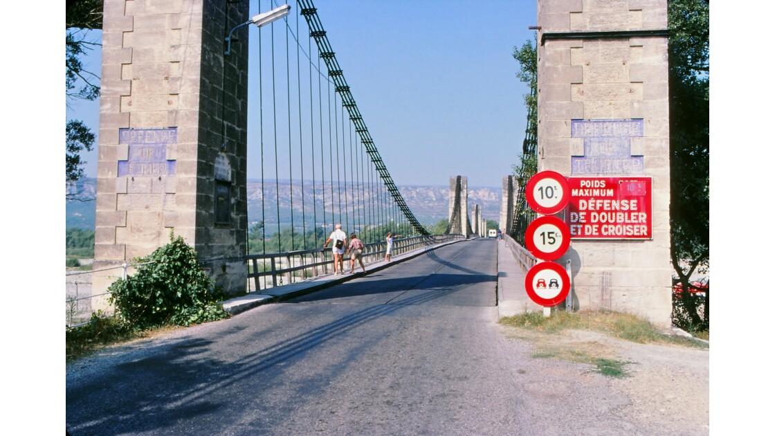 Provence 1979 Mallemort Le vieux pont suspendu 7